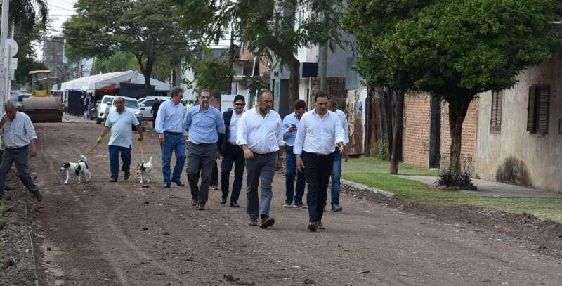 El gobernador Valdés verificó las obras de mejoramiento vial que se realizan en la Ex Vía