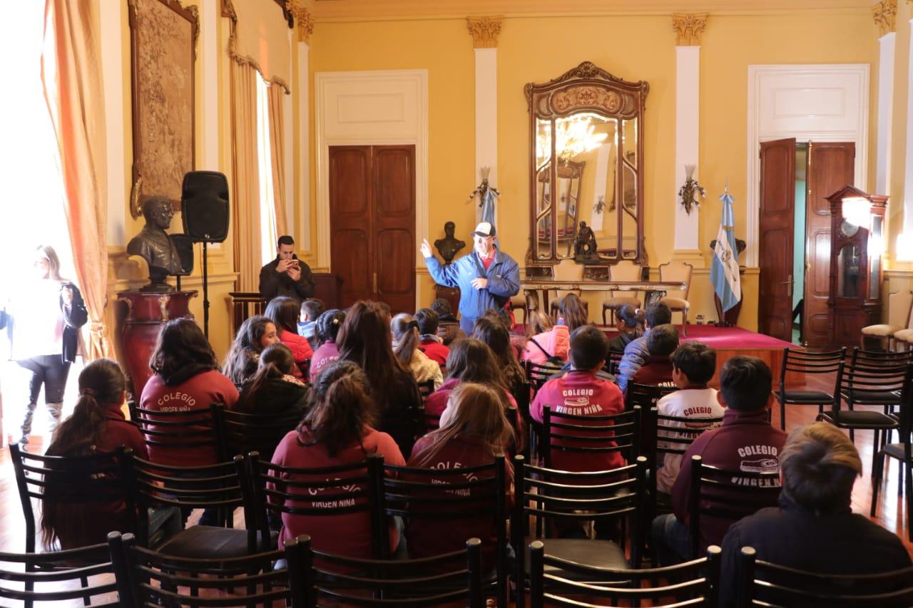 Alumnos del Colegio Virgen Niña de la provincia de Santa Fe visitaron Casa de Gobierno