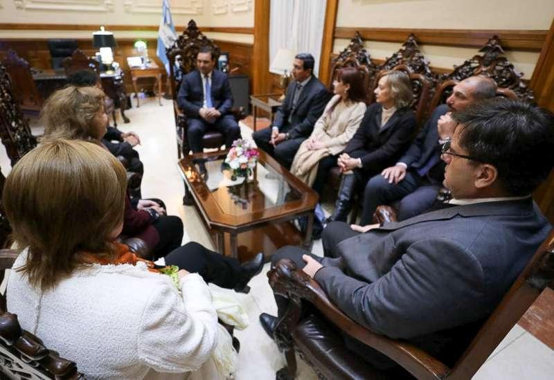Valdés recibió a representantes de la FAM y dialogaron sobre las reformas en el Código Procesal Penal