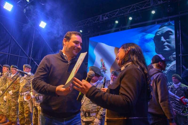 Emotiva vigilia en homenaje a San Martín con épica libertadora protagonizada por miles de jóvenes