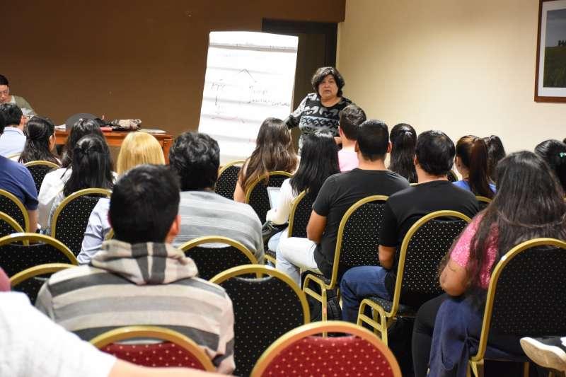 Entregaron microcréditos a jóvenes emprendedores correntinos