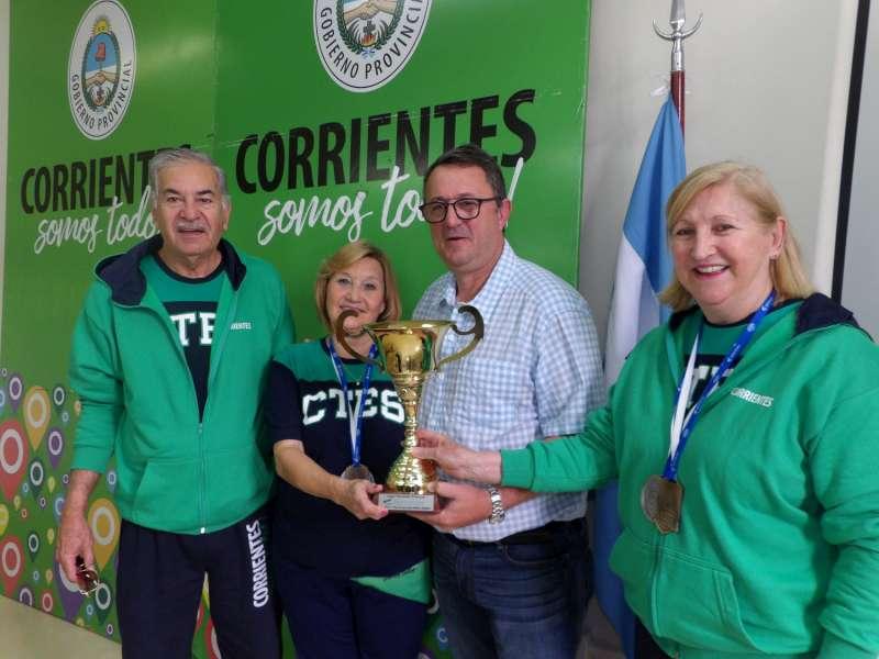 Jorge Terrile recibió a las campeonas nacionales de tenis de mesa