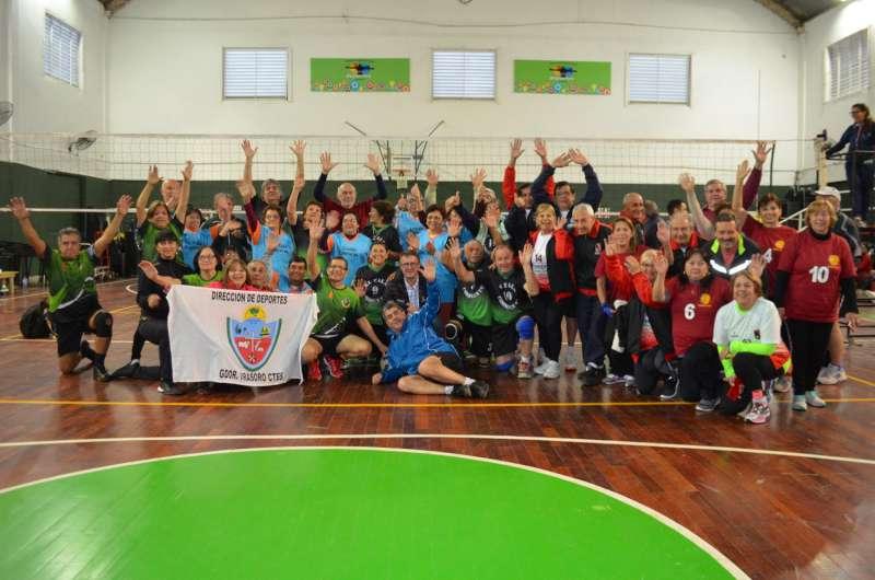 Parte la delegación correntina que participará de los Juegos Evita para los Adultos Mayores