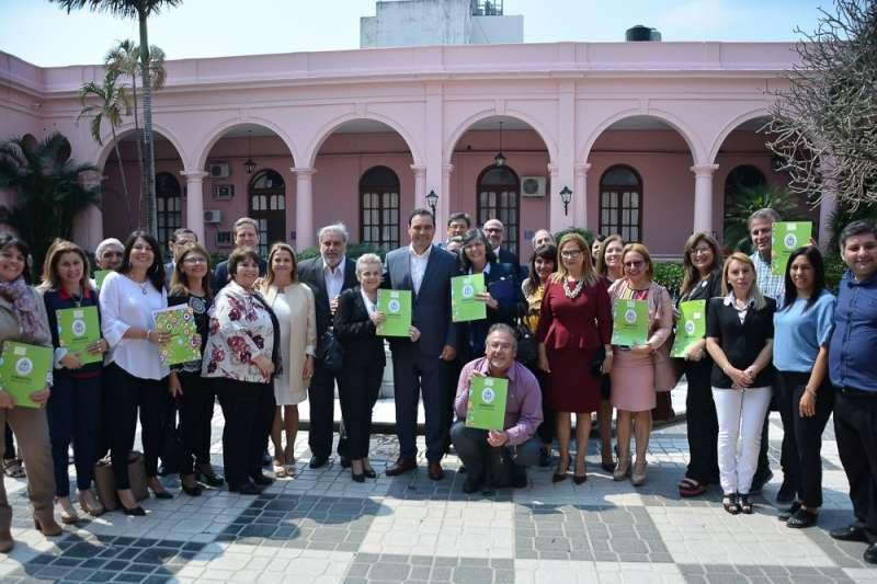 Valdés instó a redoblar esfuerzos para combatir la deserción escolar