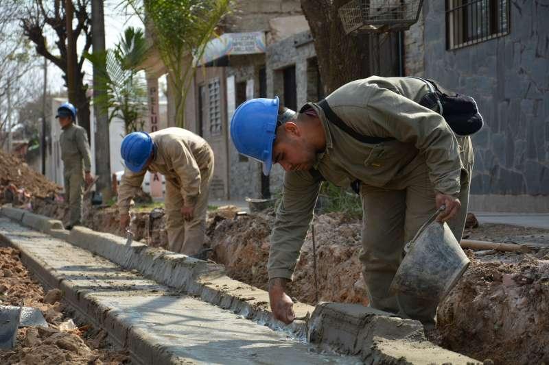 Importantes obras de cordón cuneta para los vecinos del San Gerónimo