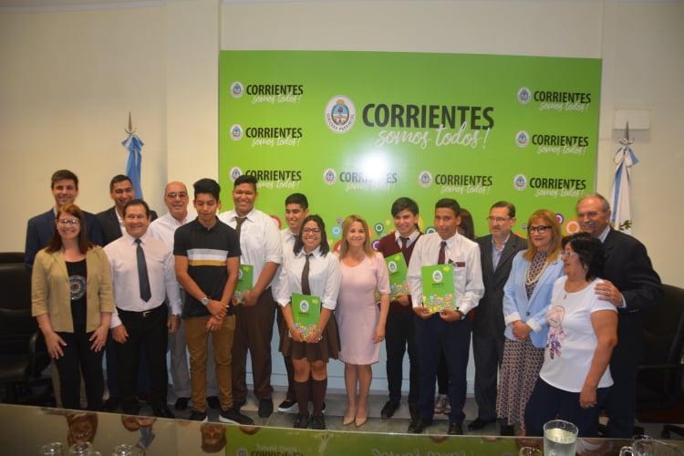 """Alumnos fueron premiados por el Concurso literario """"Reencontrarte con tu Ciudad"""""""
