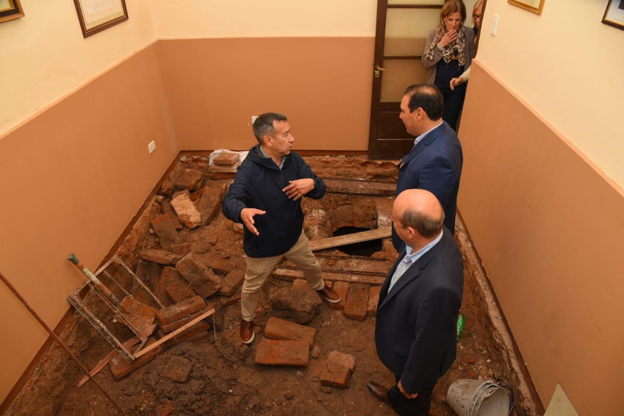 El gobernador Valdés recorrió la Legislatura con especialistas en patrimonio