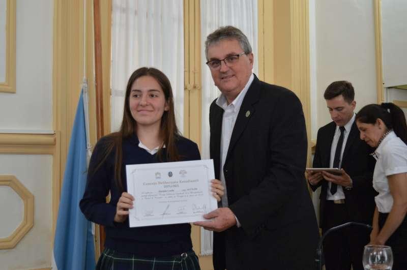 Concejales estudiantiles recibieron sus certificados