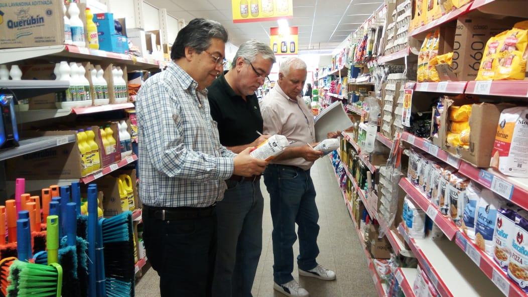 Realizan controles de precios y de abastecimiento en comercios del interior