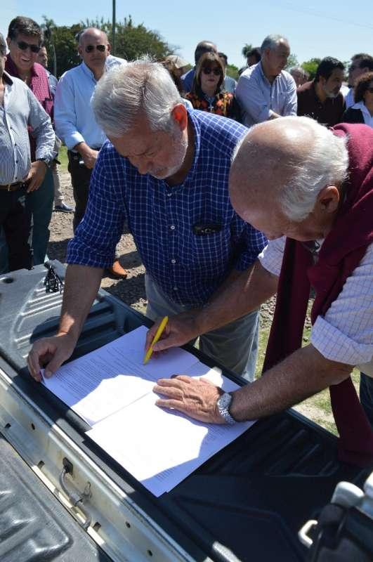 Se firma convenio para mejoras y mantenimiento de drenajes entre Empedrado y San Luis del Palmar