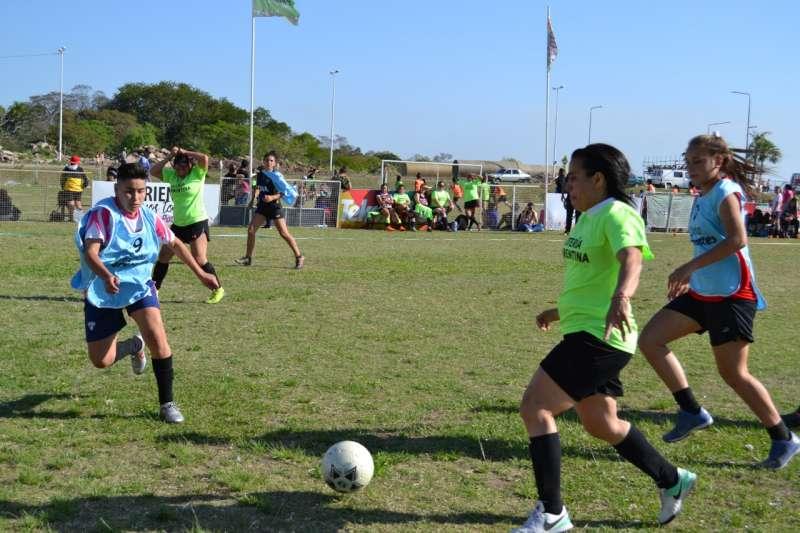 Tekové Potí: Pasión y buen juego en el debut del Torneo Femenino de Fútbol