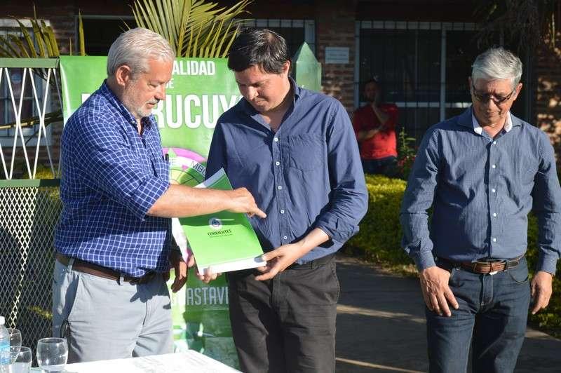 En Manantiales, Vara inauguró tanque de agua, tendido de red y acordó más núcleos húmedos para el área rural