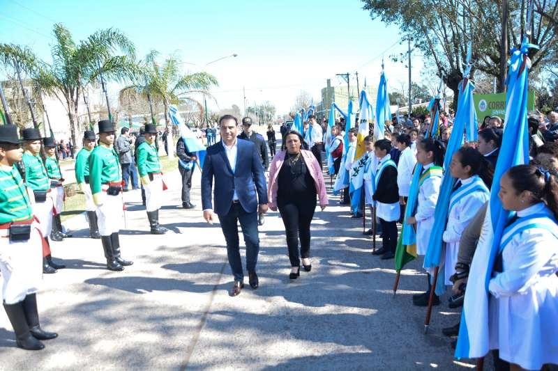 En Mariano I. Loza, Valdés acompañó al pueblo en su aniversario y ratificó un fuerte apoyo para impedir el desarraigo de los más jóvenes