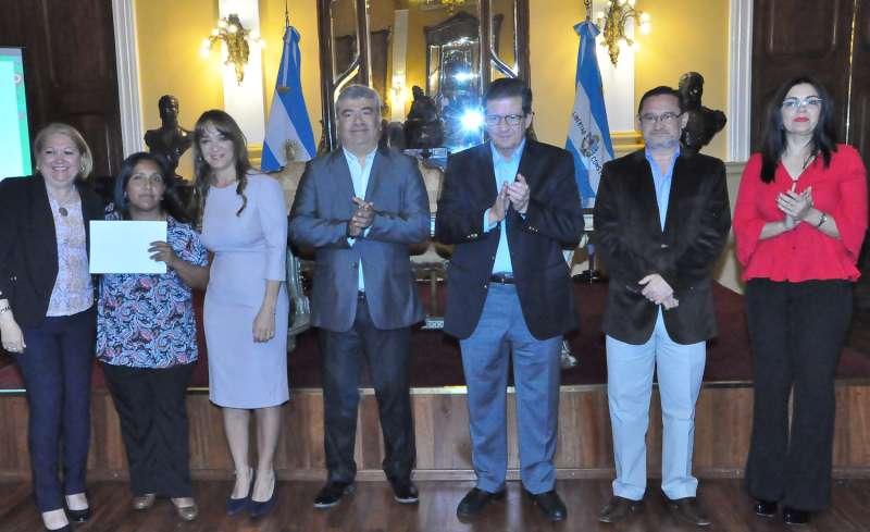 El Gobierno provincial hizo entrega de reconocimientos a docentes destacado por su labor