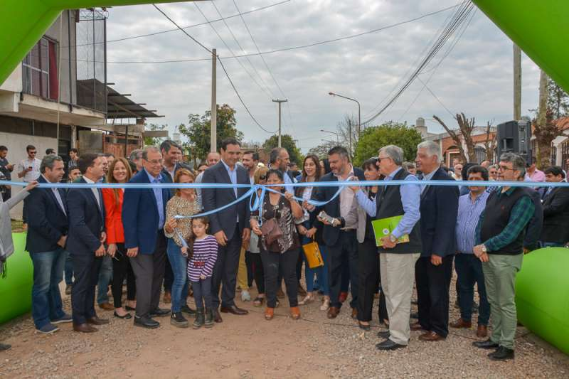 El Gobernador inauguró obras de urbanización y adelantó la ejecución de 500 cuadras de cordón cuneta en la ciudad de Corrientes