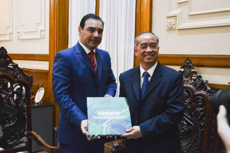 Valdés recibió a funcionarios y empresarios chinos, a los que hizo conocer las potencialidades de la provincia