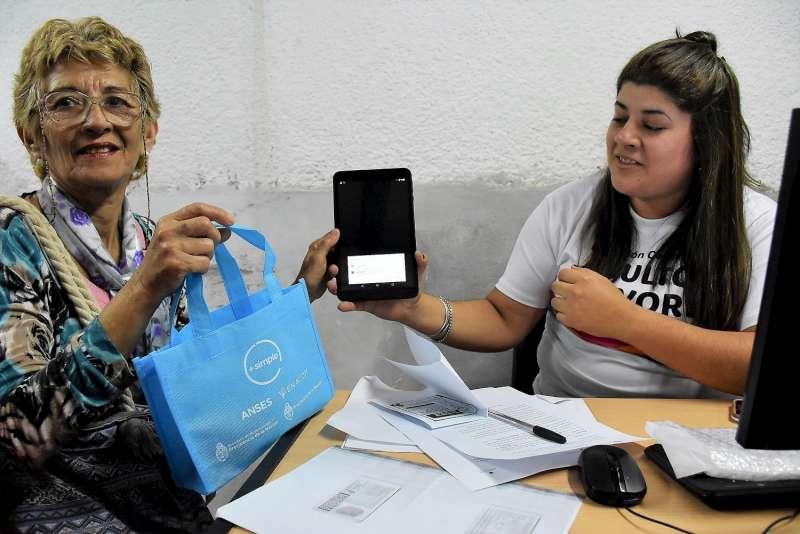 El Municipio apuesta a la inclusión digital de los abuelos correntinos