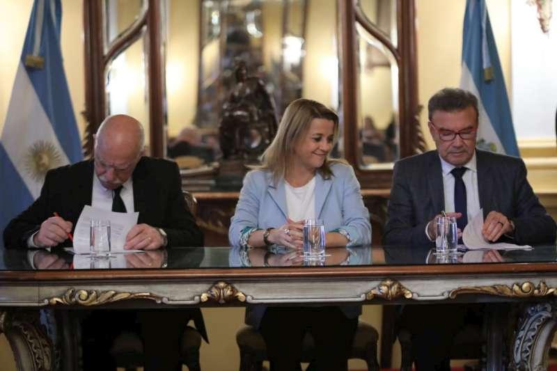 Con apoyo de la Provincia, la Universidad River Plate y el Instituto Superior John Kennedy firmaron un acuerdo de cooperación mutua