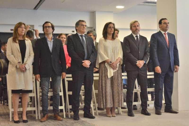 El gobernador Valdés homenajeó a Raúl Alfonsín en Buenos Aires