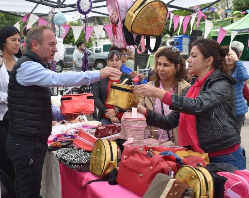 Se realizó con gran éxito la primera jornada de la Feria de Artesanos y Emprendedores