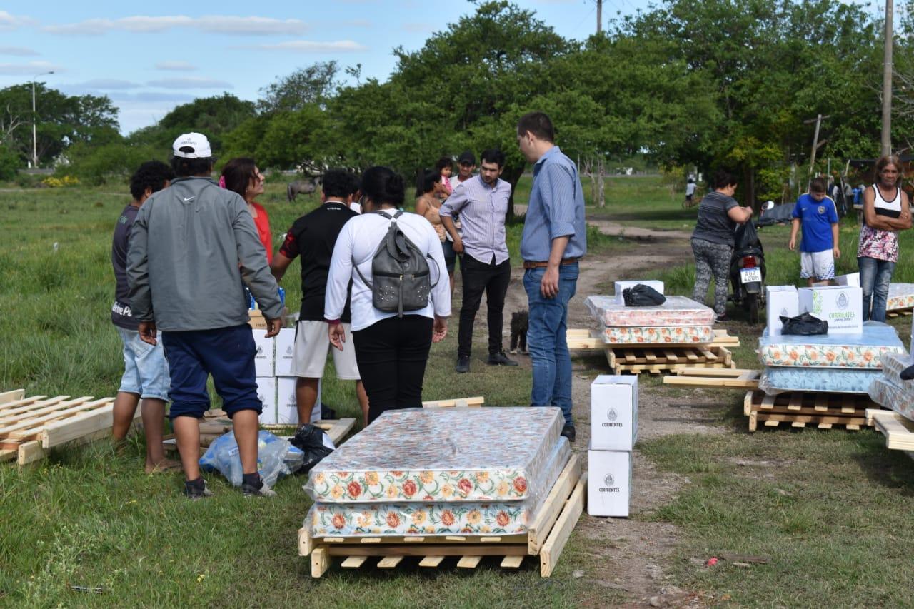 Desarrollo Social entregó recursos a familias del barrio Ciudades Correntinas y Santa Margarita
