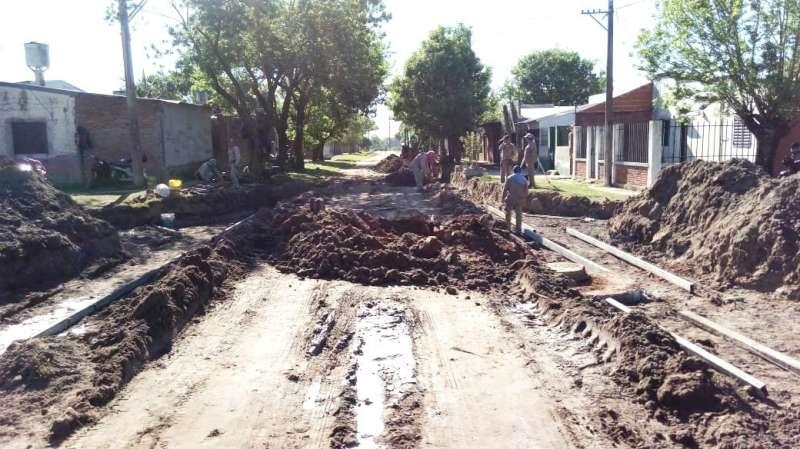 Se intensifica la construcción de cordón cuneta en más de 10 frentes de obras en la Capital