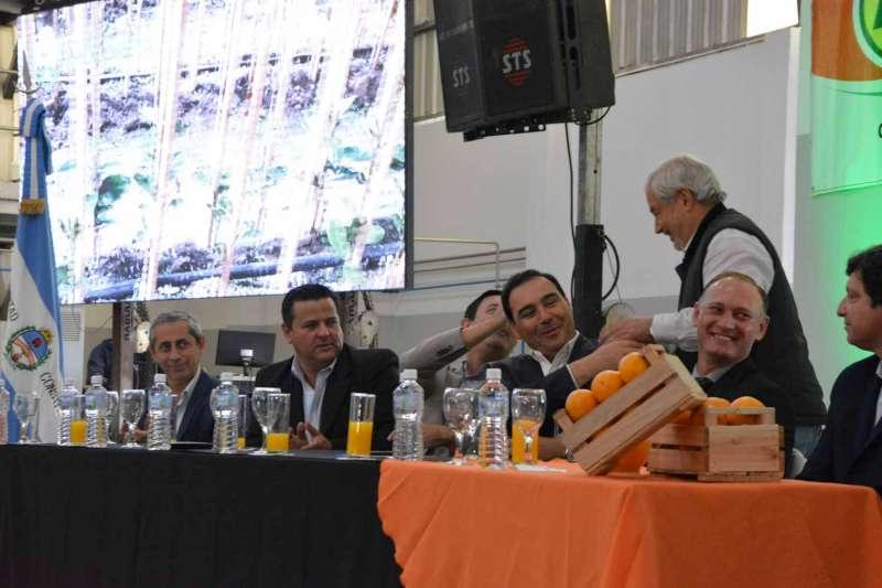 Valdés concreta un trascendente paso en la industrialización de Corrientes, al inaugurar en Mocoretá la fábrica de jugos TICCIM