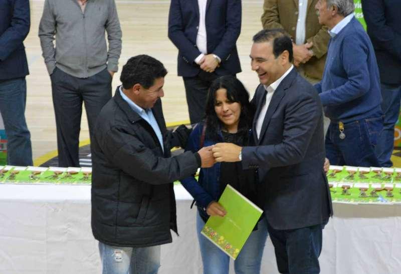 El Gobernador entregó 100 viviendas y anunció 200 más en Mercedes