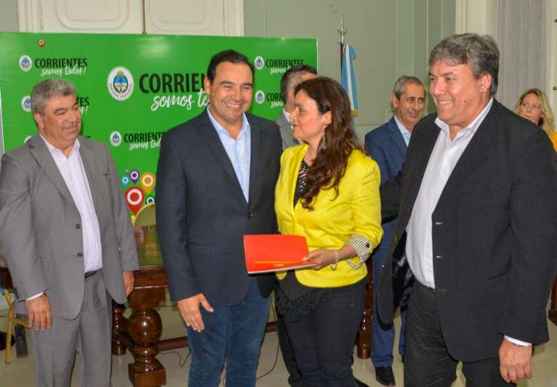 Valdés entregó subsidios a deportistas e instituciones de toda la provincia