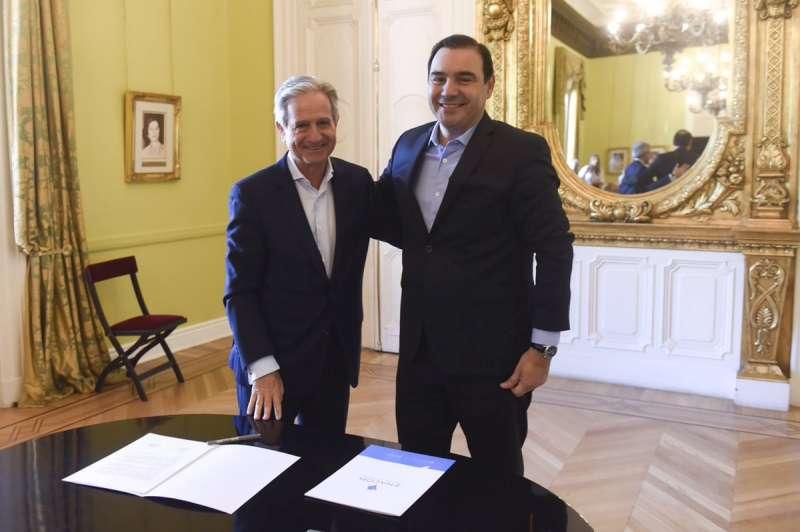 Valdés suscribió convenio con el Enacom para extender la red de fibra óptica de la Provincia
