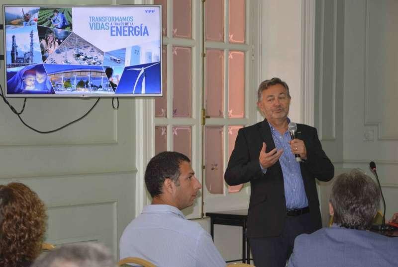En Casa de Gobierno, directivos de YPF ofrecieron una charla sobre Hidrocarburos