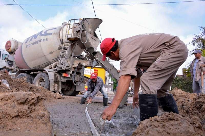 Barrio Santa Rosa: la Municipalidad avanzó con trabajos de bacheo
