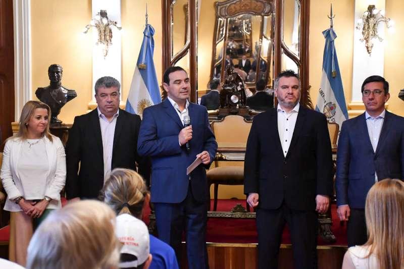 Valdés entregó subsidios por más de 6 millones de pesos a instituciones educativas, sociales y deportivas