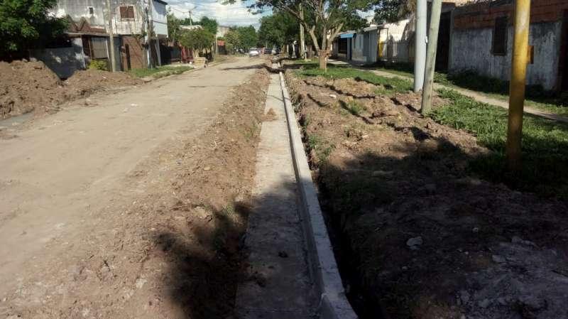 Provincia construye 26 cuadras de cordón cuneta en el barrio Juan de Vera