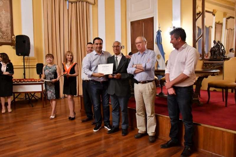 Valdés homenajeó con reconocimientos a los agentes retirados de la Gobernación