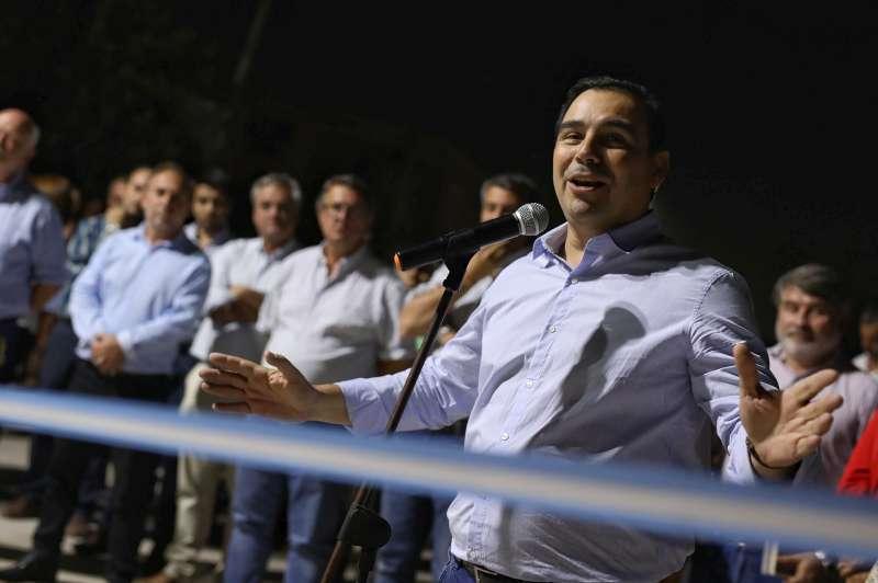 """Valdés inauguró pavimento en la ciudad de Goya y se comprometió a continuar con """"las obras que sean necesarias"""" para mejorar su circulación"""