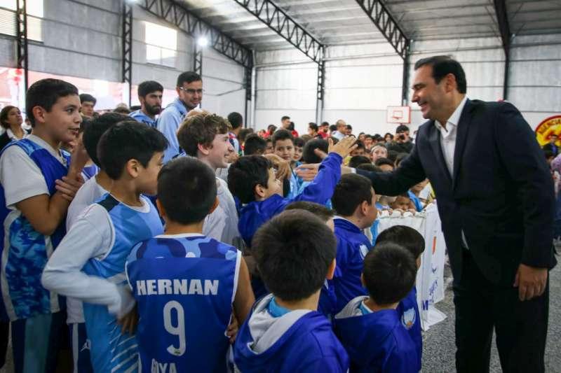 El gobernador Valdés dejó inauguradas las obras en el Club Unión