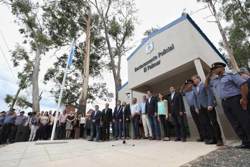 El Gobernador inauguró una Comisaría en paraje El Palmar de Paso de los Libres