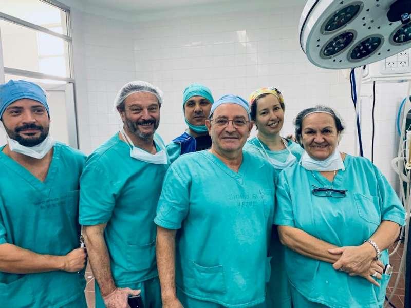 Una niña de cuatro años recibió un implante coclear bilateral en el hospital Juan Pablo II