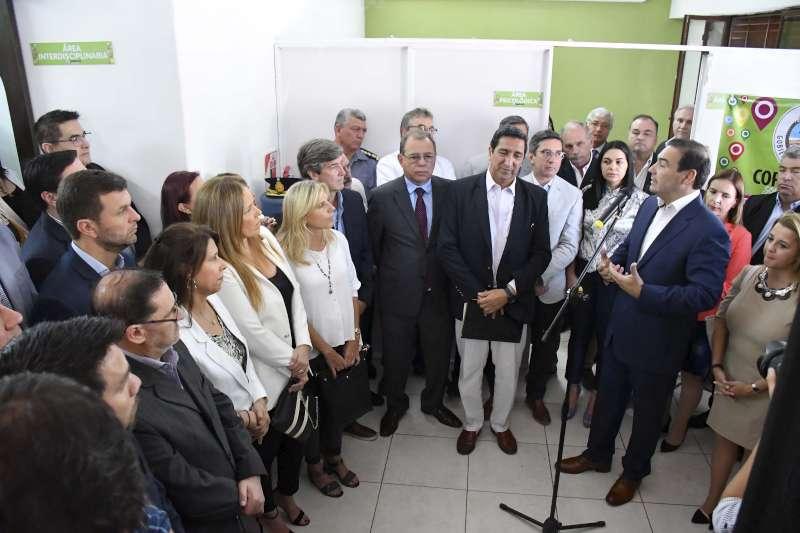 """Valdés inauguró centro """"para que la mujer correntina tenga respuesta ante la problemática de género"""""""