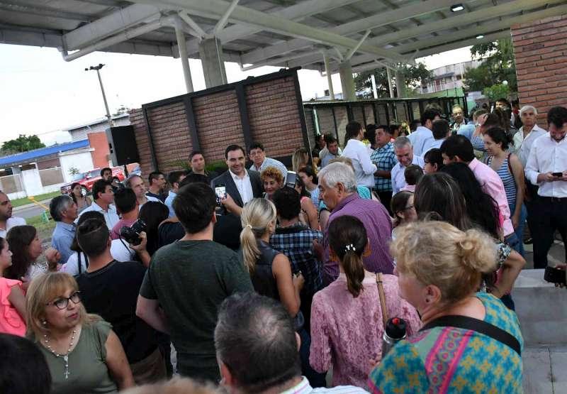 El gobernador Valdés inauguró el nuevo Paseo de Compras en el barrio San Gerónimo