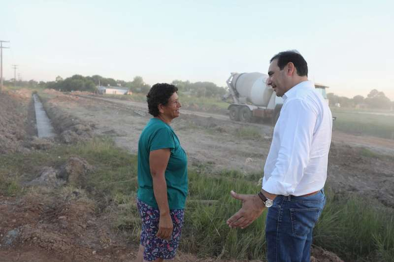 En La Cruz, Valdés recorrió obras y anunció más apoyo a la localidad