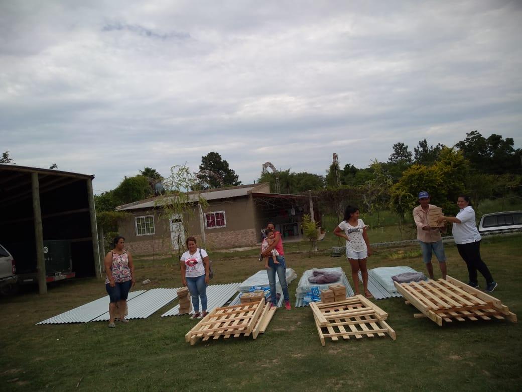 Entregaron recursos a familias de Santa Lucia y Lavalle