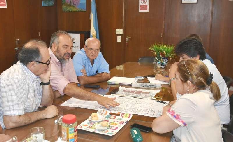 Polich se reunió  con médicos del Escuela para emprender obras nuevas en ese hospital