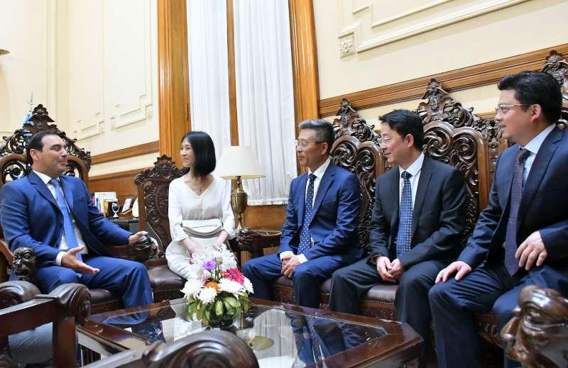 Valdés presentó su política de desarrollo a inversores chinos interesados en la ciudad de Ituzaingó