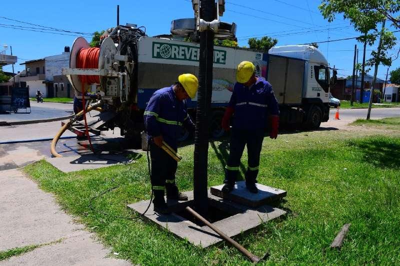 La Municipalidad realiza trabajos de limpieza de canales y desagües ante la probabilidad de lluvias