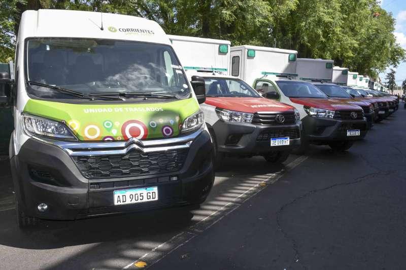 Con el objetivo de fortalecer la salud pública, Valdés entregó ambulancias y vehículos a municipios del interior provincial