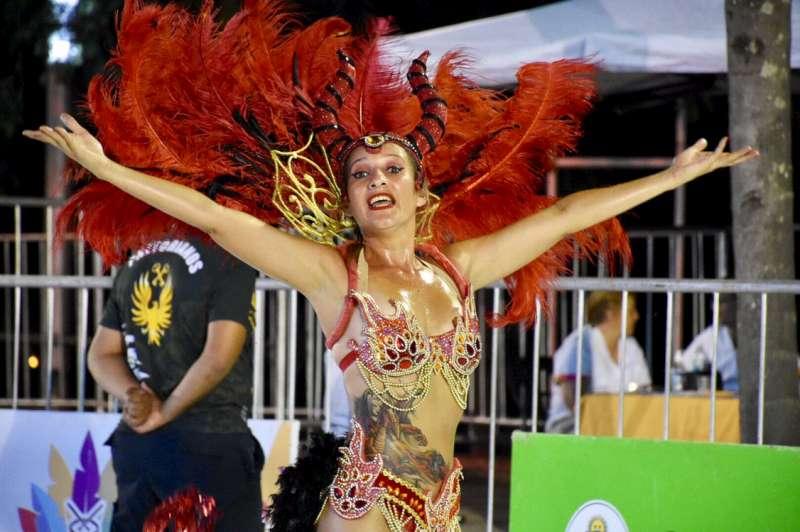 Miles de vecinos en el cierre de los Carnavales Barriales