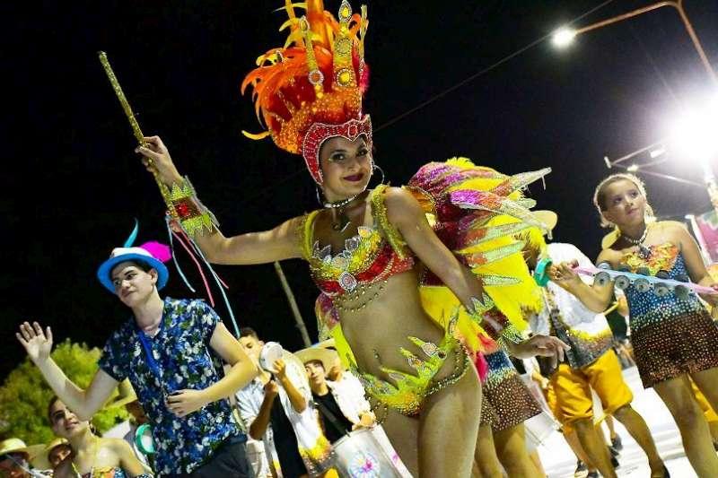 Miles de vecinos disfrutaron de los carnavales barriales en la Mil Viviendas