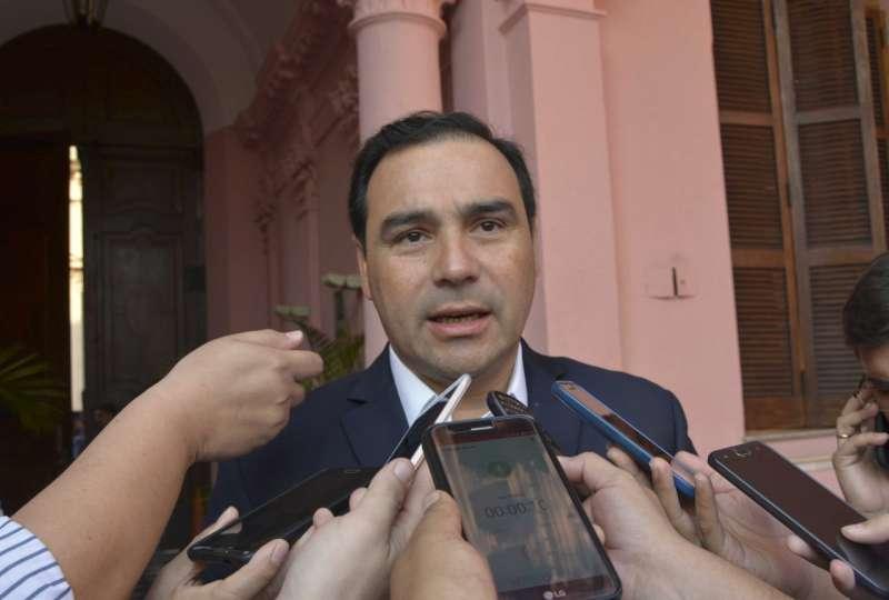 Valdés decretó Licencia Especial para empleados públicos que viajaron a países en la lista de la OMS